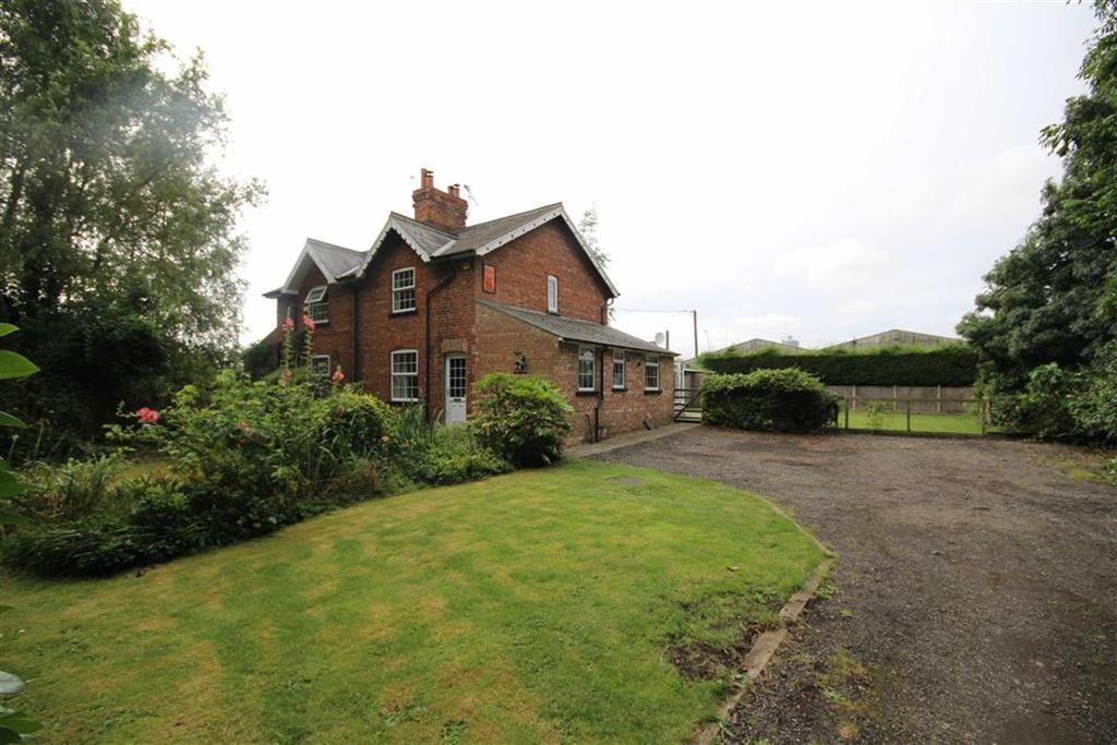 3 Bedrooms Semi Detached House for sale in Northlands Road, Glentworth, Gainsborough, Lincolnshire