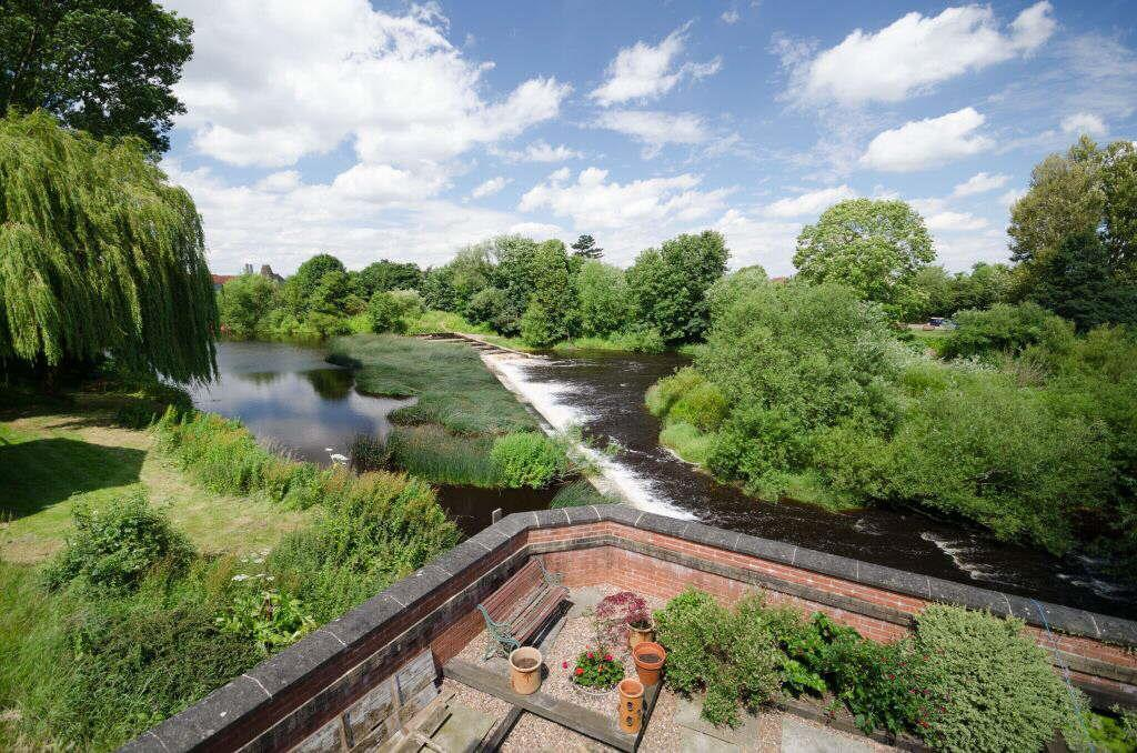 4 Bedrooms Detached House for sale in Mill Lane, Boroughbridge