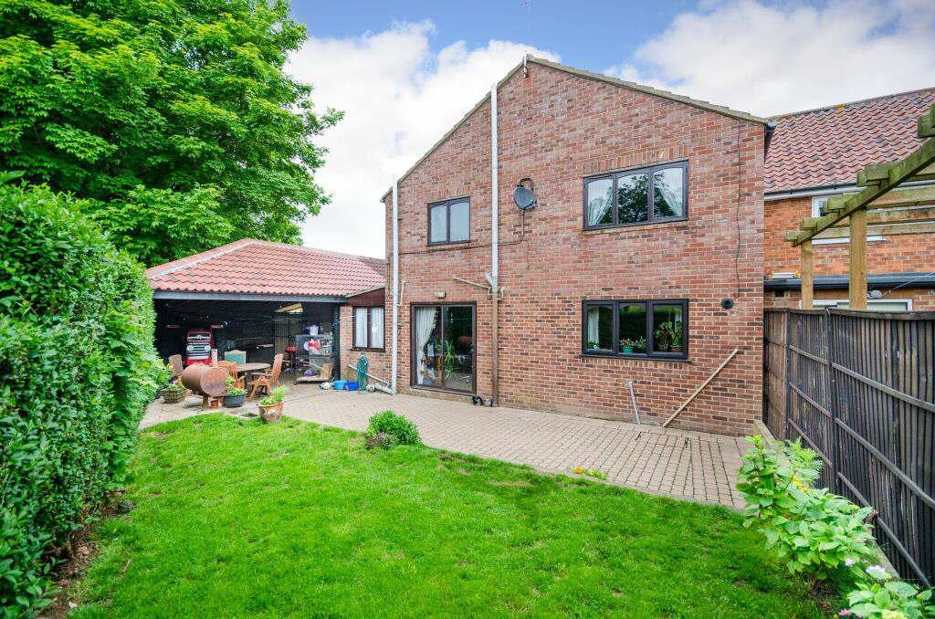 3 Bedrooms Semi Detached House for sale in Grange Close, Dishforth