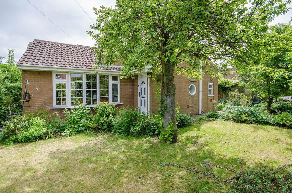 2 Bedrooms Bungalow for sale in Old Orchards, New Inn Lane, Easingwold