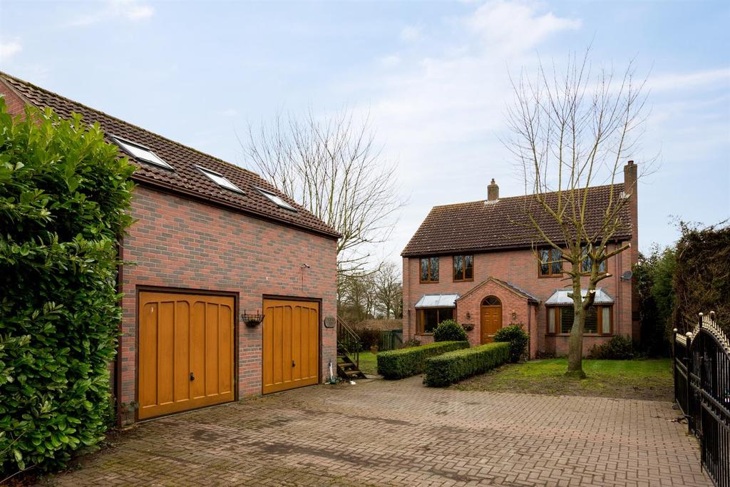 4 Bedrooms Detached House for sale in Meadowfield Drive, South Duffield