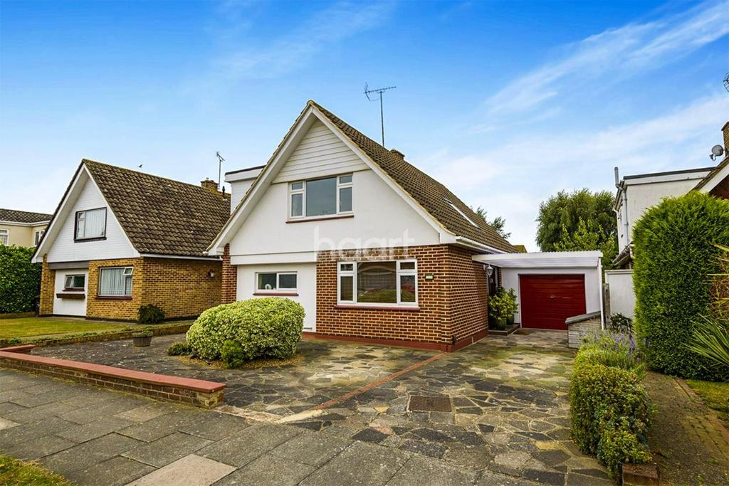 3 Bedrooms Detached House for sale in Broadclyst Gardens, Thorpe Bay