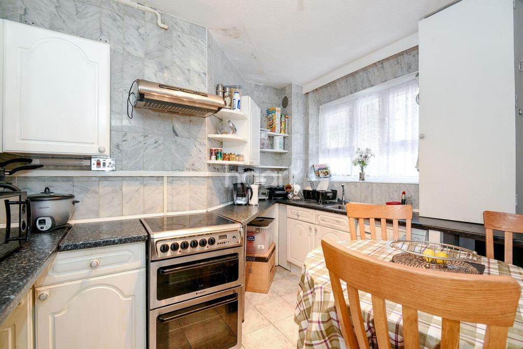 2 Bedrooms Flat for sale in New Park Road, London, SW2
