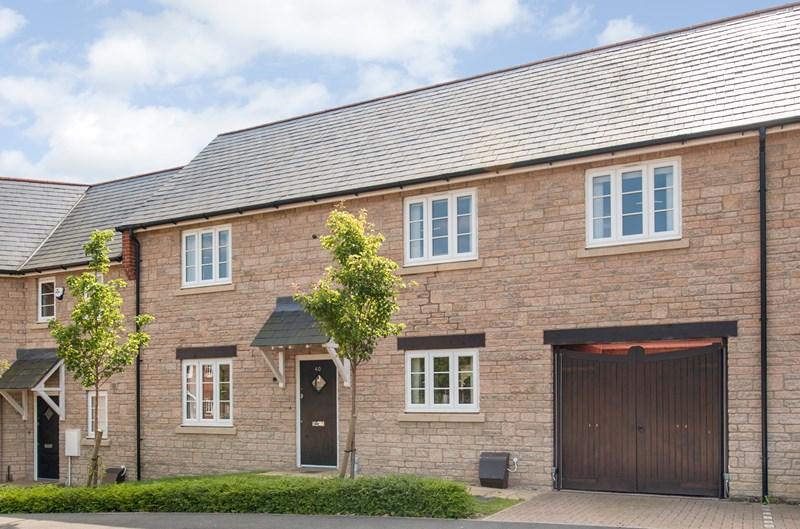 3 Bedrooms Terraced House for sale in Aldous Drive, Bloxham, Banbury