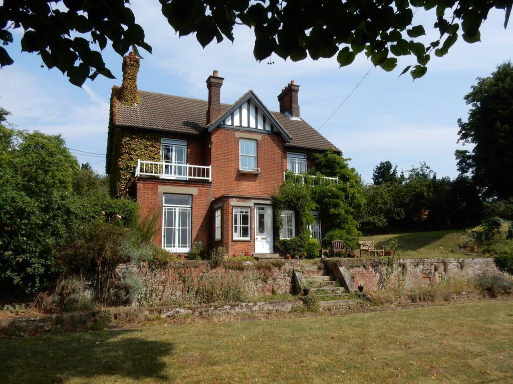7 Bedrooms Detached House for sale in Grundisburgh Road, Hasketon