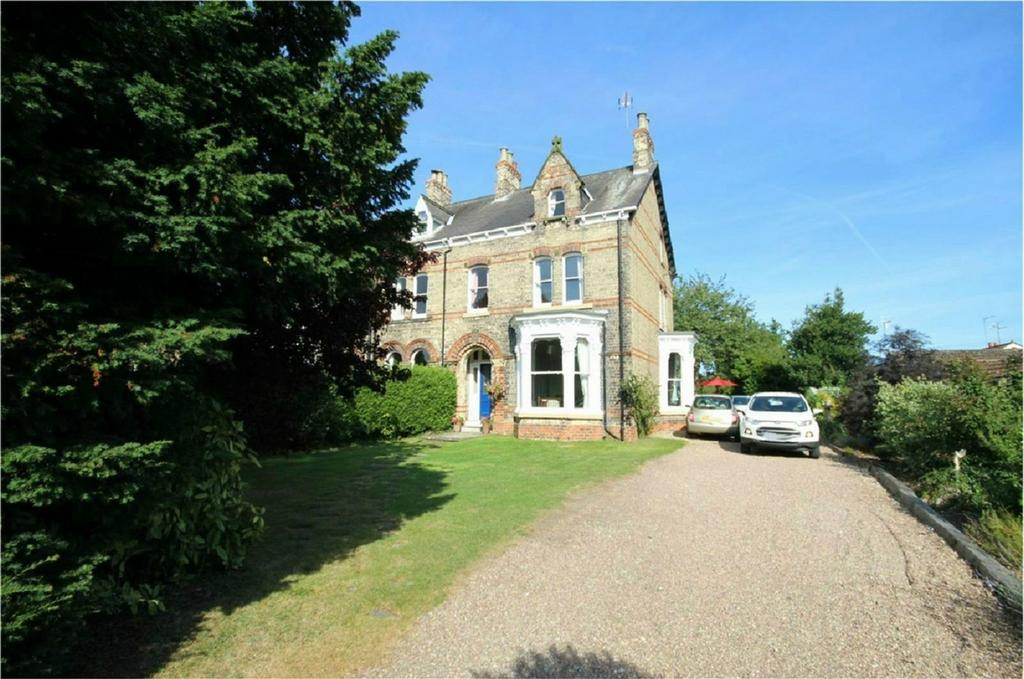 7 Bedrooms Semi Detached House for sale in Elloughton Road, Brough, East Riding of Yorkshire