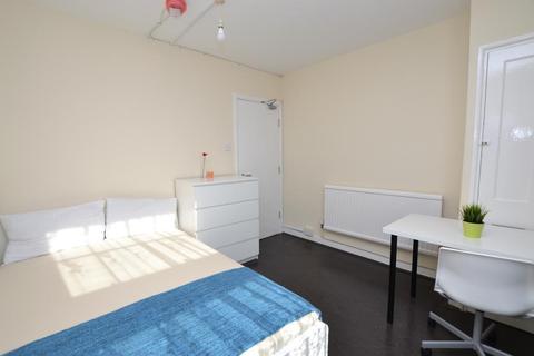 2 bedroom flat to rent - Pott Street, Bethnal Green, London, E2 0EQ