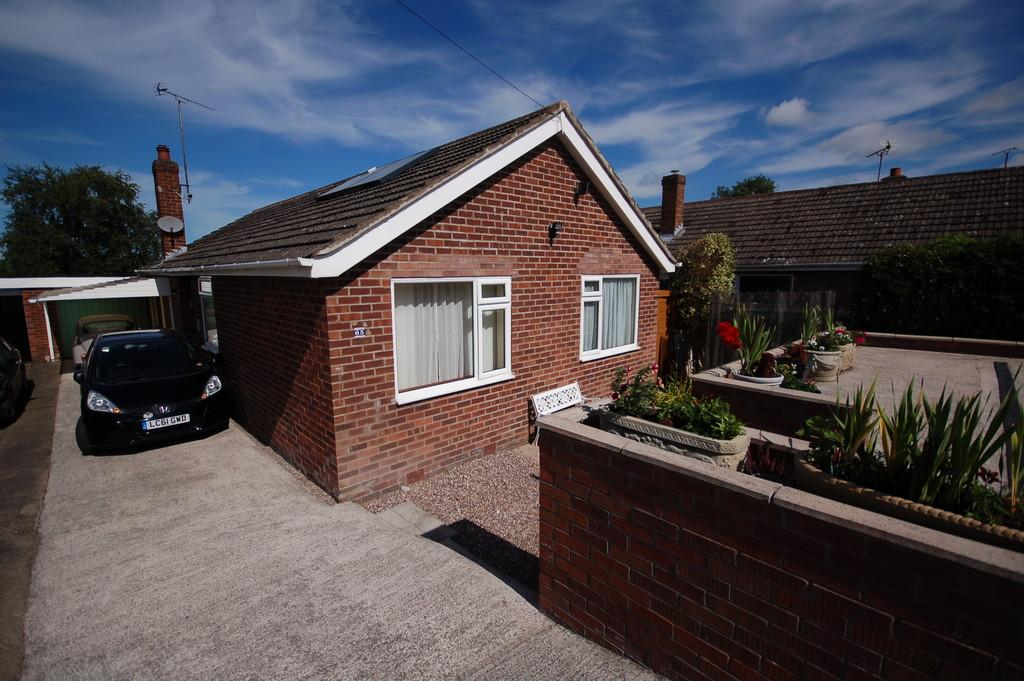 3 Bedrooms Detached Bungalow for sale in Peel Crescent, Ashton