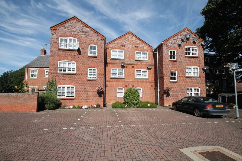 2 Bedrooms Apartment Flat for sale in Abbey House, High Street, Spalding