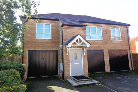 2 bedroom flat to rent - The Squires
