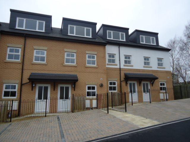 3 Bedrooms Terraced House for rent in Little Toms Lane, Burnley
