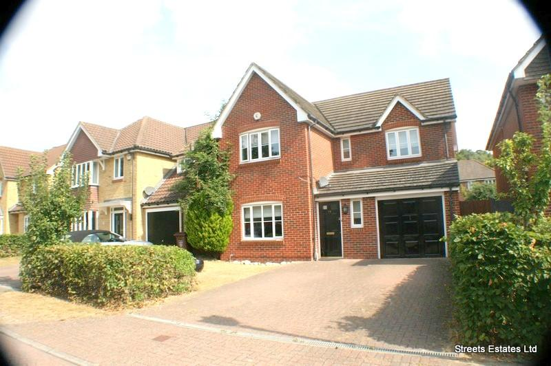 4 Bedrooms Semi Detached House for sale in Upnor, Kent ME2