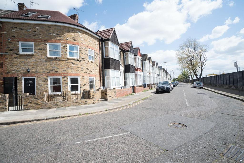 5 Bedrooms Terraced House for sale in Harley Road, NW10