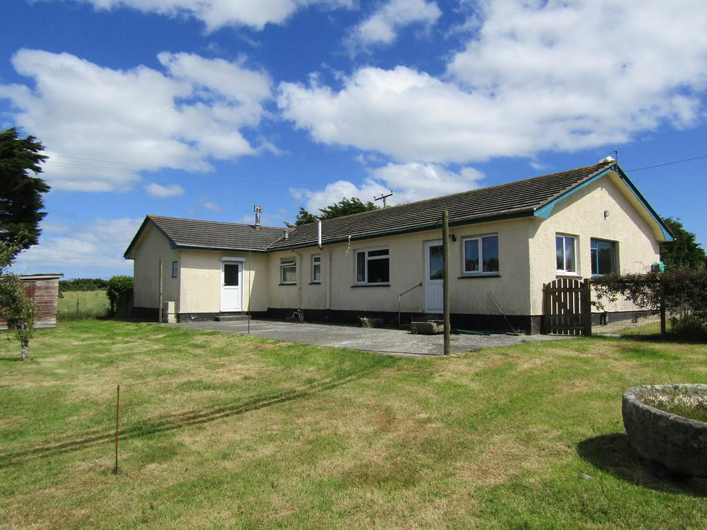3 Bedrooms Detached Bungalow for sale in Roskorwell, St. Keverne, Helston TR12