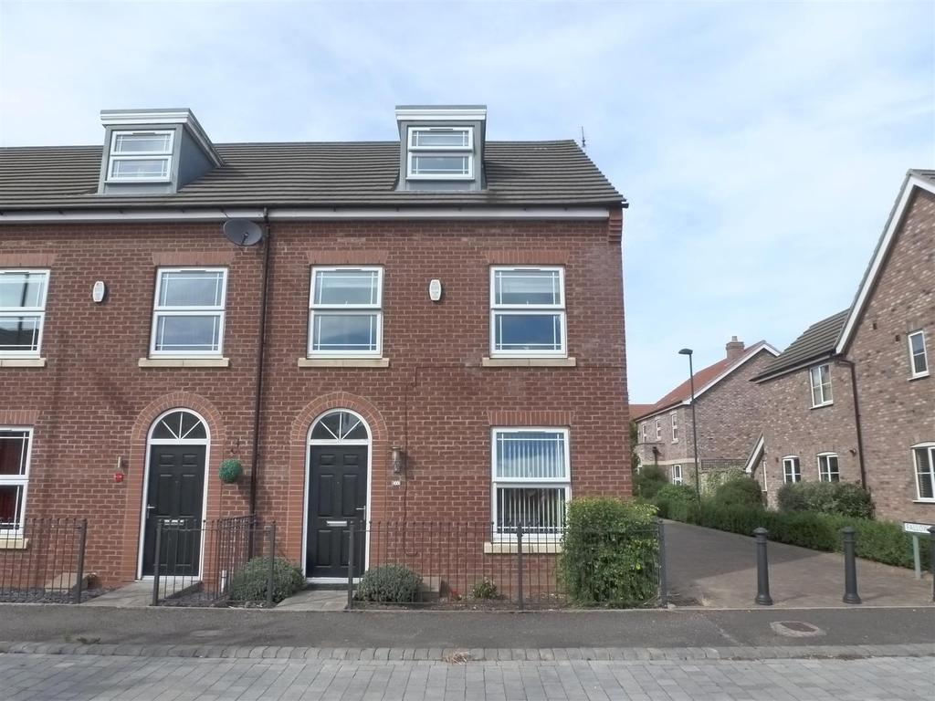 3 Bedrooms Town House for sale in Harrow Lane, Scartho Top, Grimsby