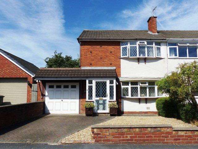3 Bedrooms Semi Detached House for sale in Glenthorne Drive,Cheslyn Hay,Staffordshire