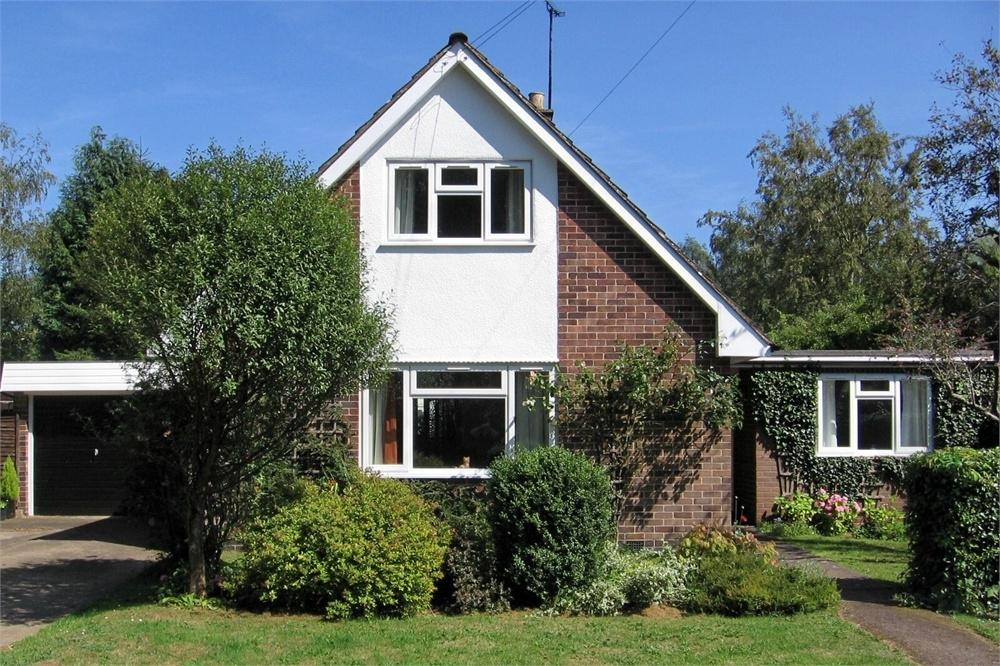 3 Bedrooms Chalet House for sale in The Rambles, Brook Street, Walcote, Lutterworth, Leicestershire