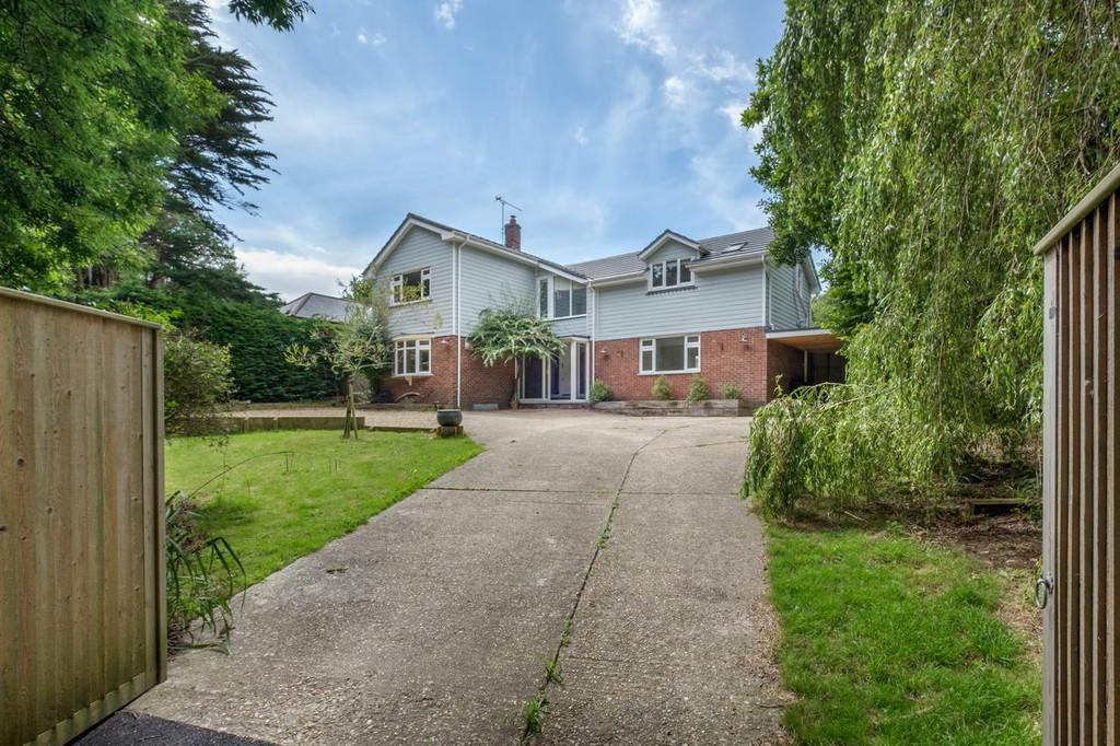 5 Bedrooms Detached House for sale in Wootton Bridge, Isle Of Wight