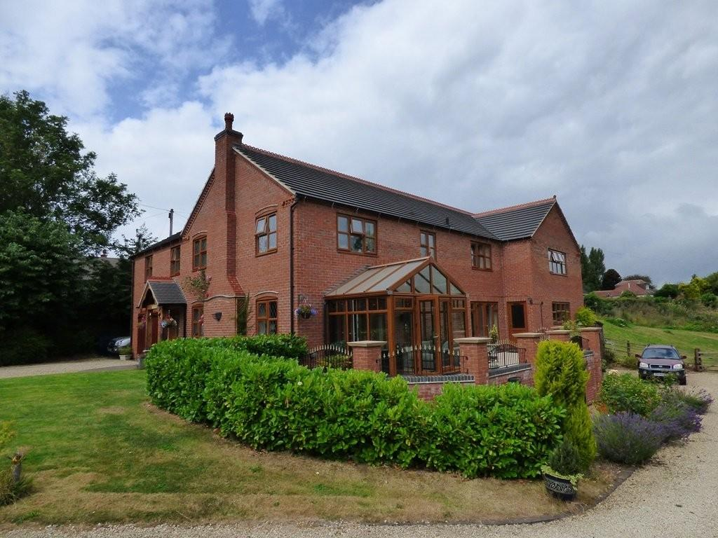 5 Bedrooms Detached House for sale in Claymills Road, Stretton