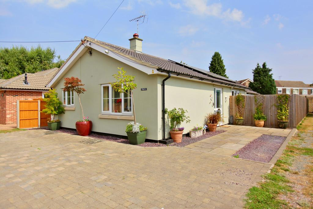 3 Bedrooms Detached Bungalow for sale in Stanway Green, Stanway, West Colchester