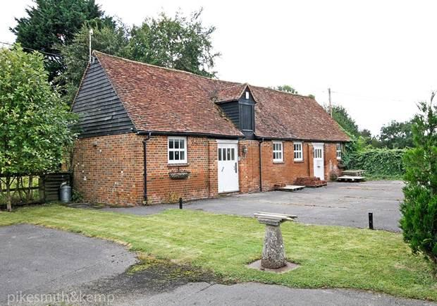 4 Bedrooms Barn Conversion Character Property for sale in Bockmer Road, BOCKMER END NR. MARLOW, SL7