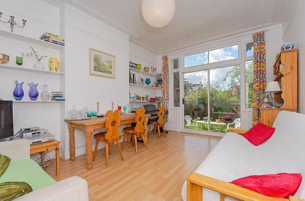 4 Bedrooms Terraced House for sale in Colney Hatch Lane, London, N10