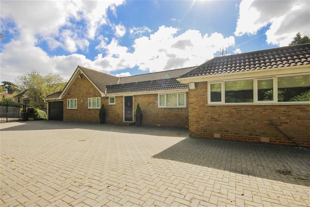 3 Bedrooms Bungalow for sale in Barnet Road, Arkley, Hertfordshire