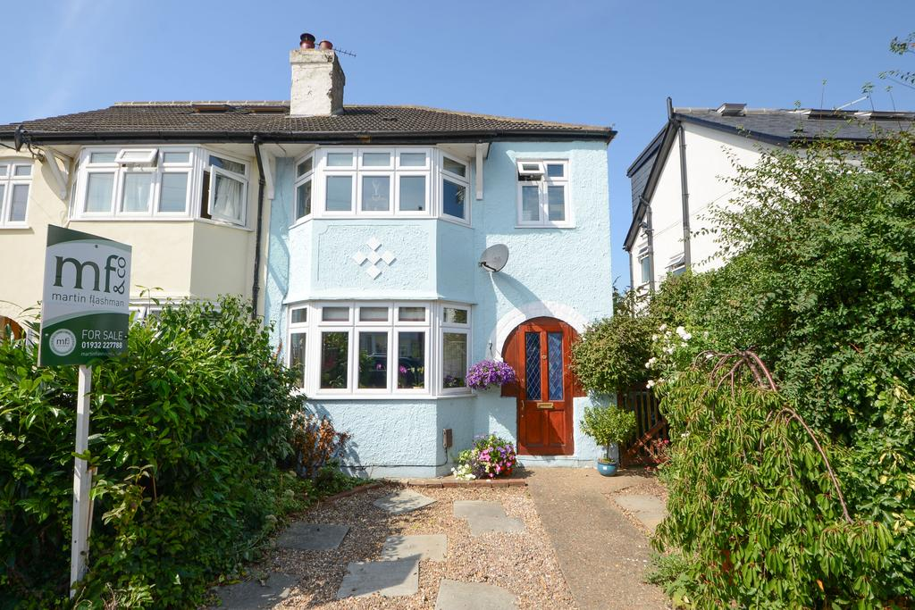 3 Bedrooms Semi Detached House for sale in Melrose Gardens, HERSHAM VILLAGE KT12