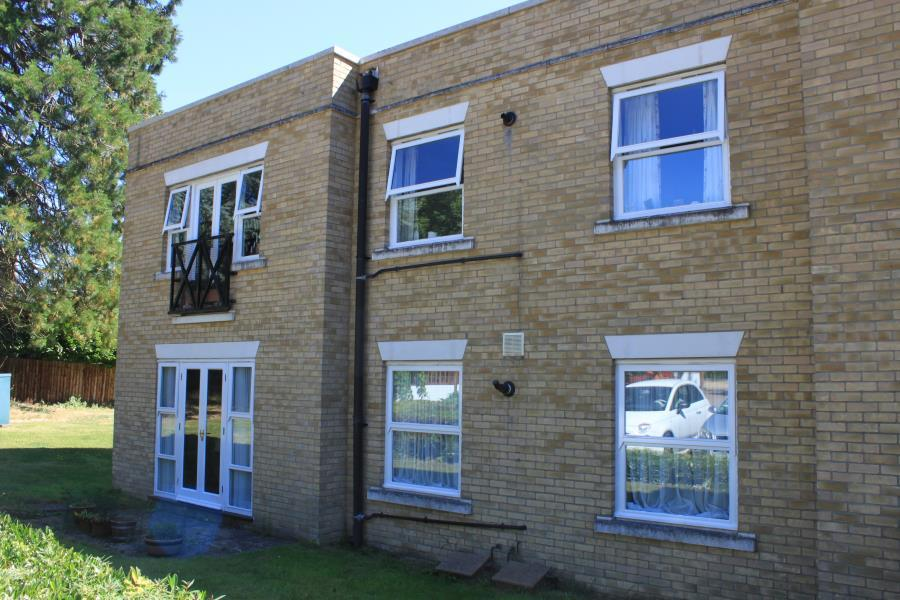 2 Bedrooms Retirement Property for sale in Woodland Place, Cedars Village, Chorleywood, Herts WD3