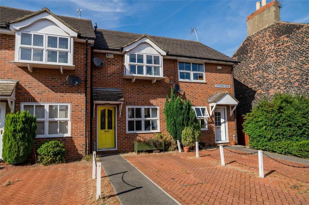 2 Bedrooms Terraced House for sale in Catherine Court, YORK