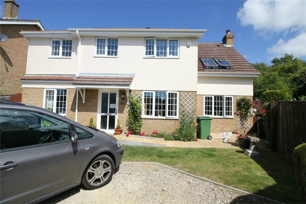 4 Bedrooms Detached House for sale in Agincourt Close, ST LEONARDS-ON-SEA, East Sussex