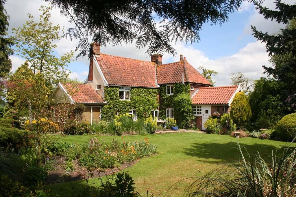 3 Bedrooms Detached House for sale in Dennington, Nr Framlingham, Suffolk