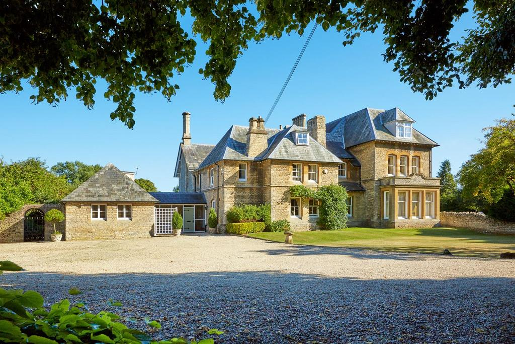 11 Bedrooms Unique Property