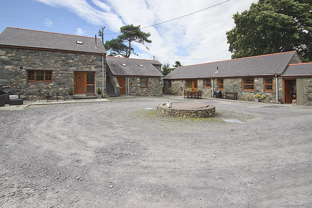 8 Bedrooms Farm House Character Property for sale in Pentir, Bangor, North Wales