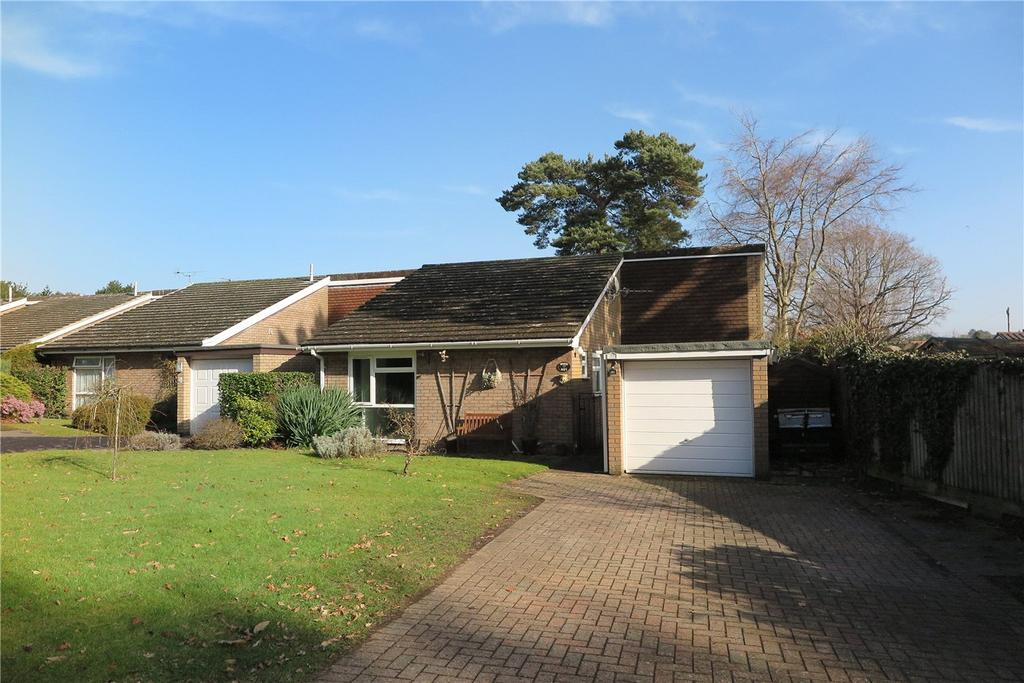 3 Bedrooms Detached Bungalow for sale in Eveley Close, Whitehill, Hampshire, GU35