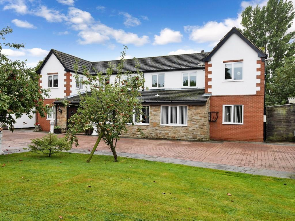4 Bedrooms Detached House for sale in The Paddock, Whitley Bridge