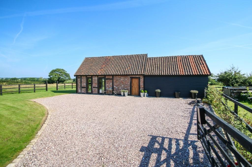 2 Bedrooms Barn Conversion Character Property for sale in Green Farm Barn, Chorley, CW5 8JR