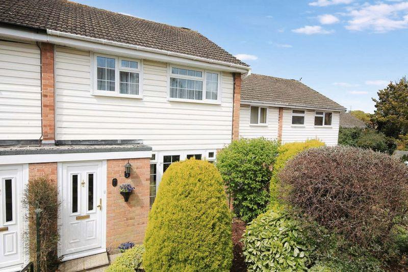 3 Bedrooms Terraced House for sale in Renton Close, Billingshurst
