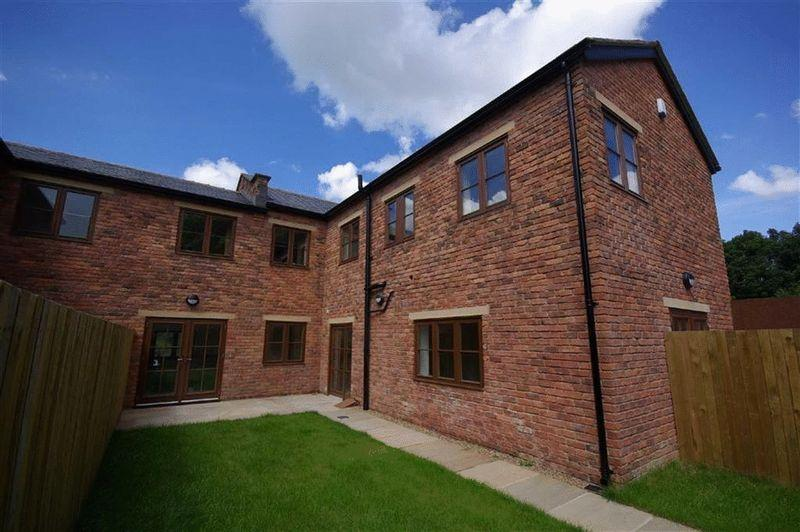 5 Bedrooms Mews House for sale in Rochdale Road East, Heywood
