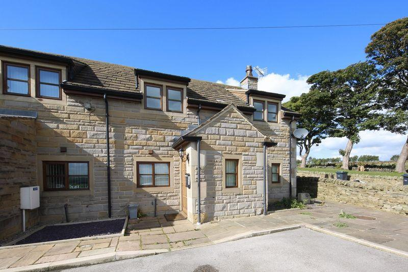 3 Bedrooms Semi Detached House for sale in Holme Bank, Tonge Village