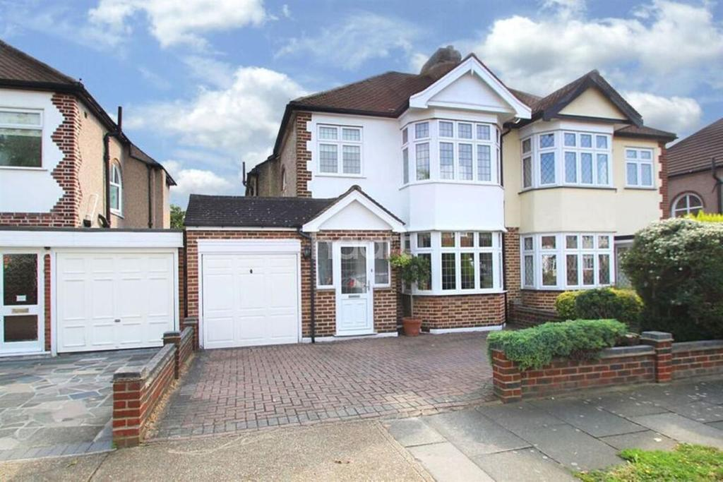 3 Bedrooms Semi Detached House for sale in Dee Way, Rise Park, Romford