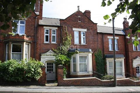 2 bedroom flat to rent - The Avenue
