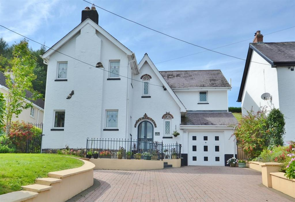 4 Bedrooms Detached House for sale in Bronwydd Road, Carmarthen