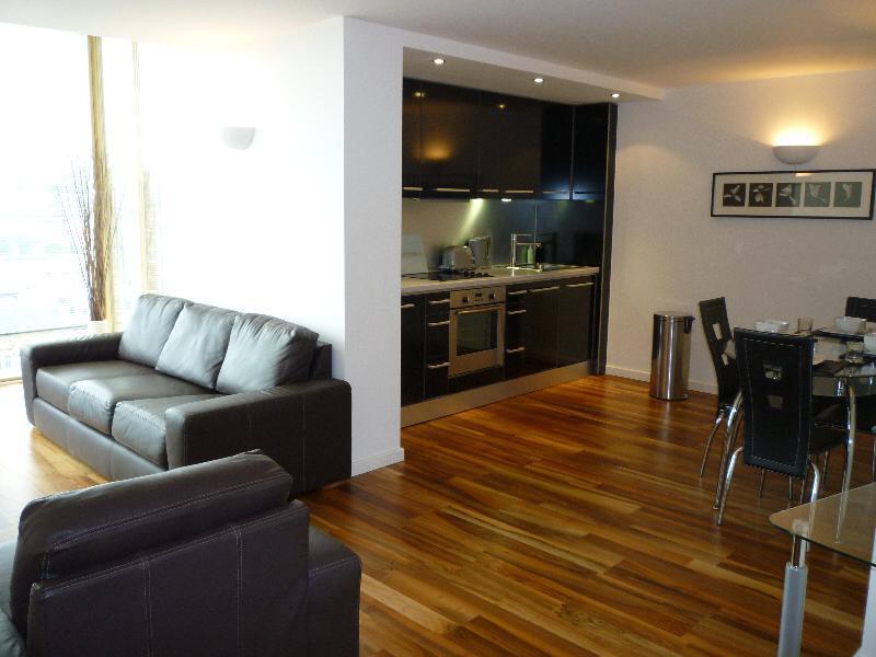 2 Bedrooms Apartment Flat for rent in WEST POINT, WELLINGTON STREET, LEEDS, LS1 4JJ