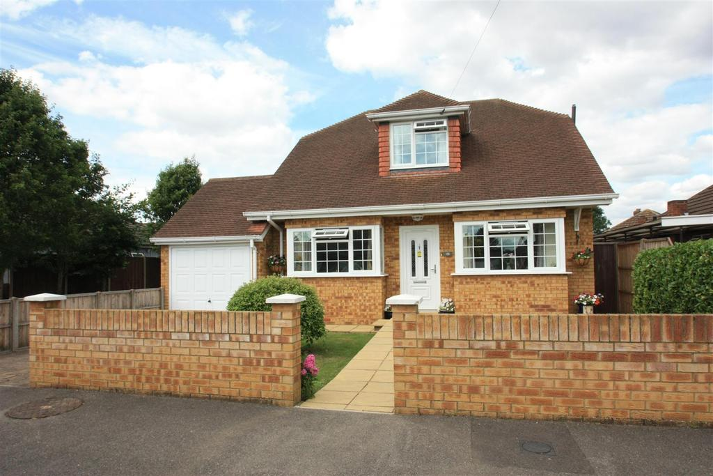 3 Bedrooms Detached Bungalow for sale in Ashgrove Road, Ashford