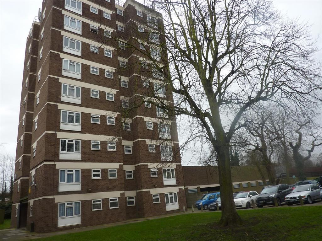 Studio Flat for sale in Grove House, College Road
