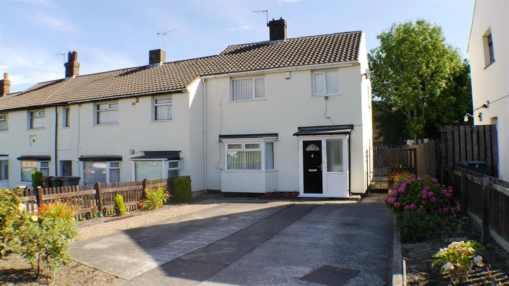 3 Bedrooms Terraced House for sale in Sandside Close, West Bowling, BD5