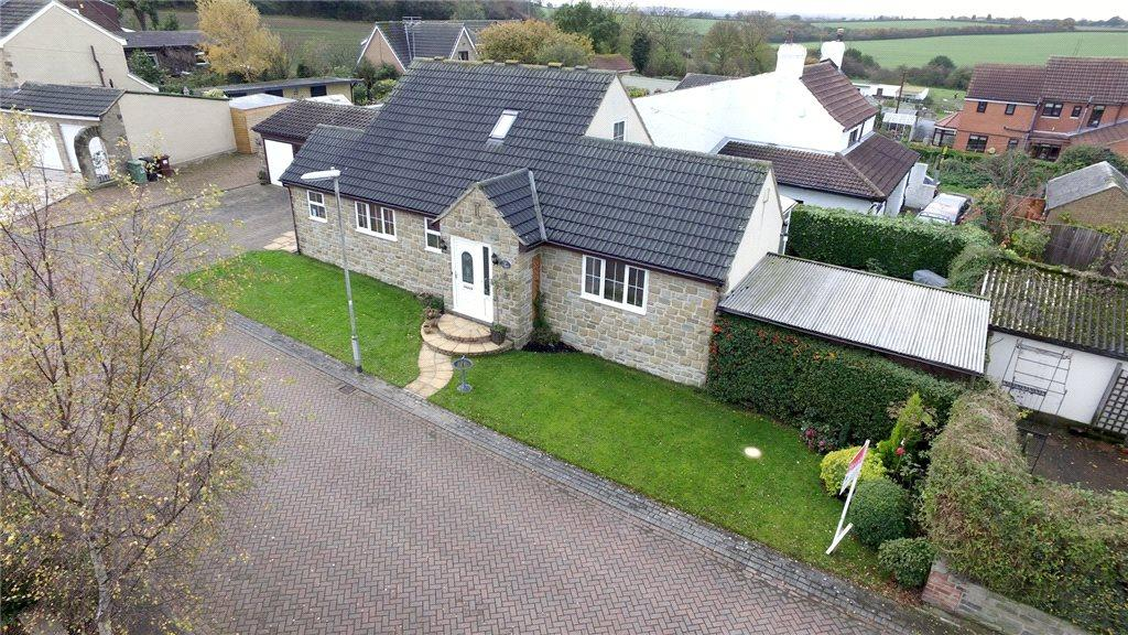 2 Bedrooms Detached Bungalow for sale in The Stables, Westfield Gardens, Kippax, Leeds, West Yorkshire