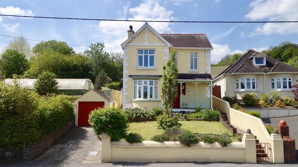 3 Bedrooms Detached House for sale in Llandeilo Road, Llandybie, Ammanford