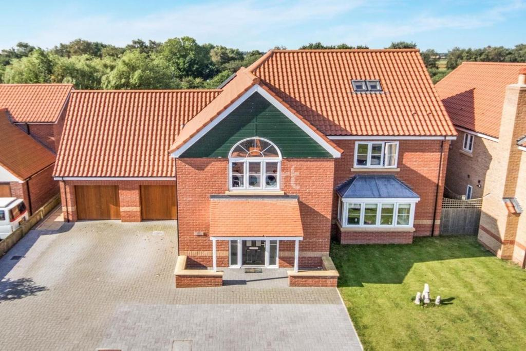5 Bedrooms Detached House for sale in Park Lane, Burton Waters, Lincoln, LN1